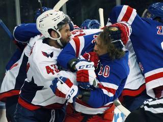Zlý muž Washingtonu to opäť prehnal. Zakážte mu hrať hokej, vyzýva novinár