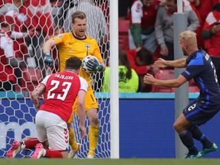 Prvé prekvapenie EURO. Hrdinom Fínov bol rodák z Bratislavy, zneškodnil aj penaltu