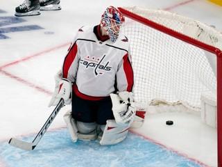 Dvakrát bol pre covid mimo hru. Ruský brankár pokračuje v NHL