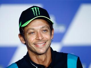 Rossi originálne oznámil radostnú novinu, gratuloval mu aj jazdec F1