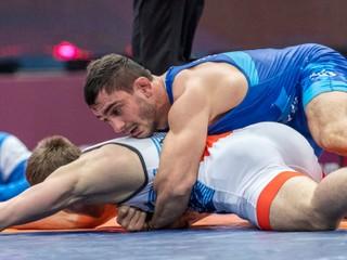 Salkazanov má istú medailu. Slovák postúpil do finále na MS v zápasení
