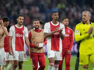 Bero zdolal Boženíkov klub a videl červenú kartu, Ajax prvýkrát prehral