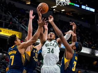 Chicago má bezchybný štart sezóny, obhajcu potiahli k výhre hviezdy NBA