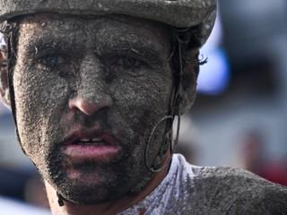 Mokré Roubaix je sen aj nočná mora. Cyklisti trpeli, plakali aj dávili