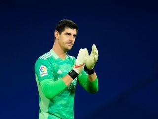 Belgický brankár sa hnevá na UEFA. Zaujímajú ich len peniaze, nie sme roboti