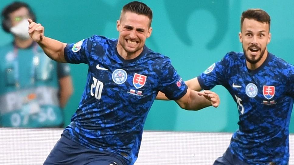 Mak vyzvŕtal obranu Poľska a skóroval. Slovensko strelilo na EURO prvý gól