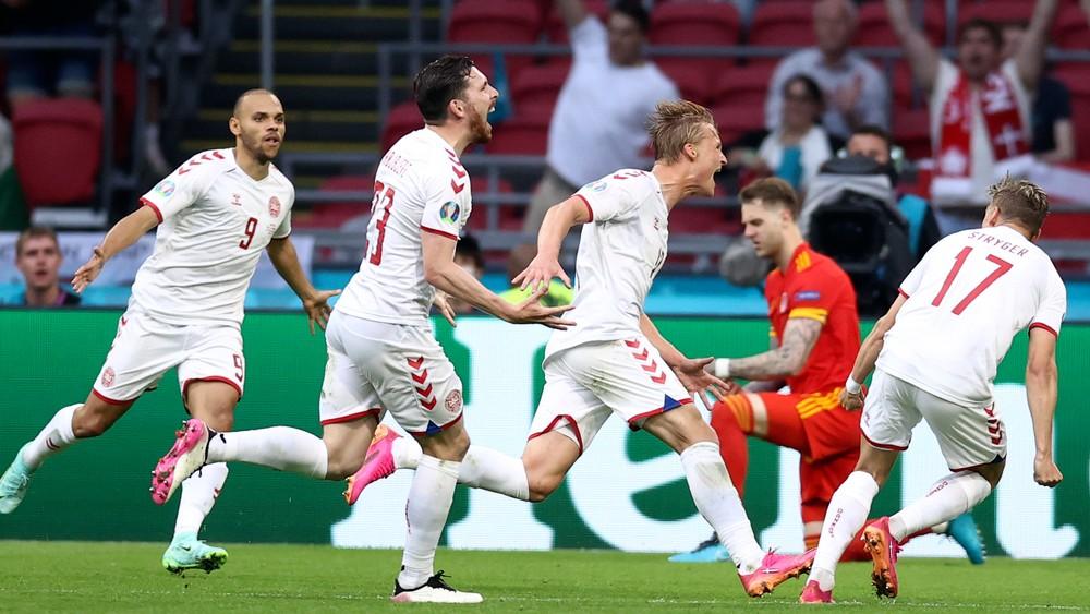 Dáni sú prví štvrťfinalisti EURO, Baleova partia končí s debaklom