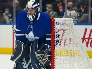 Na lavičke tímu NHL sedel amatér z univerzity. Môže za to platový strop