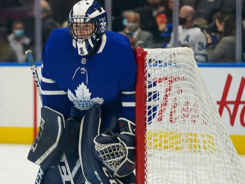 Na lavičke tímu NHL sedel amatér z univerzity. Zastavil ich platový strop