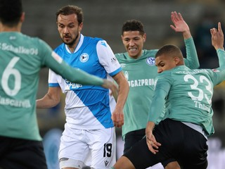Po zostupe z Bundesligy ich napadli fanúšikovia. Schalke žiada o policajnú ochranu