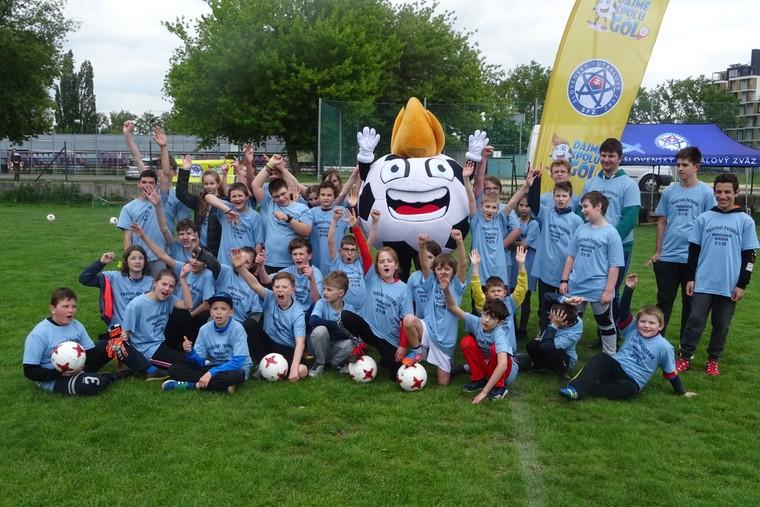 e9d821765 BRATISLAVA (SFZ) – Slovenský futbalový zväz zorganizoval 7. mája v  spolupráci s Deaflympijským výborom Slovenska pohybové aktivity pre  nepočujúce deti.