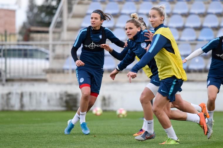 Hráči si rýchlo splnili po zápase s Maďarskom mediálne povinnosti a.