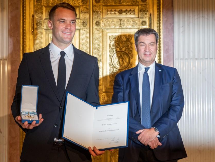 Neuer dostal významné ocenenie od premiéra. Prekvapilo ho to