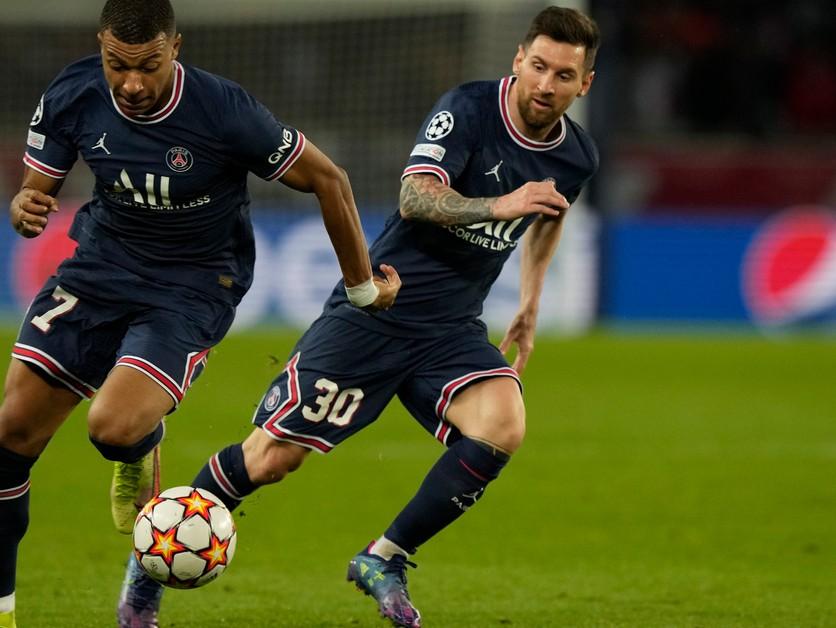 Messiho donútil kopať penaltu. Hlavou aj rukami. Bodka, tvrdil