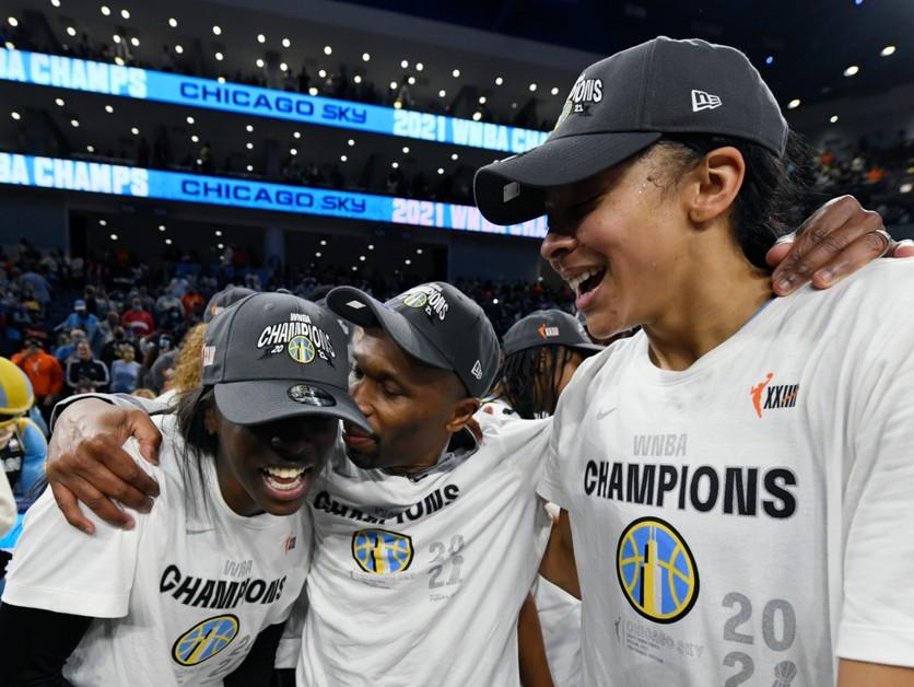 Hráčky Chicaga Sky oslavujú prvý titul vo WNBA