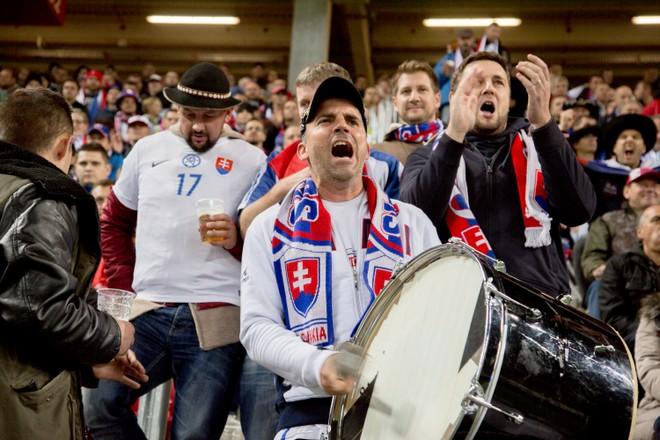 UEFA/SFZ: OD SEZÓNY 2018/2019 ZRUŠENÝ ZÁKAZ PREDAJA PIVA NA FUTBALOVÝCH ZÁPASOCH!