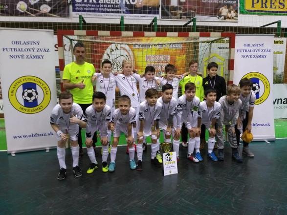 Futbalnet   Oblastný futbalový zväz Nové Zámky. ZHT o Pohár predsedu ObFZ v  kategórii MŽ U12 - Šampiónmi sa stali chlapci FKM Nové 0e8162f193f