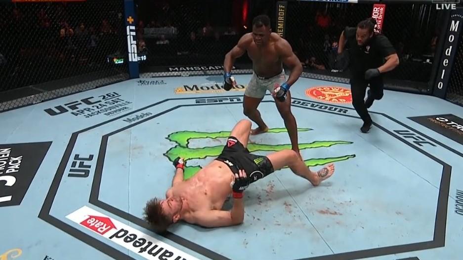 UFC 260: Ngannou to dokázal! Ťažká váha má po tvrdom KO nového kráľa (VIDEO)