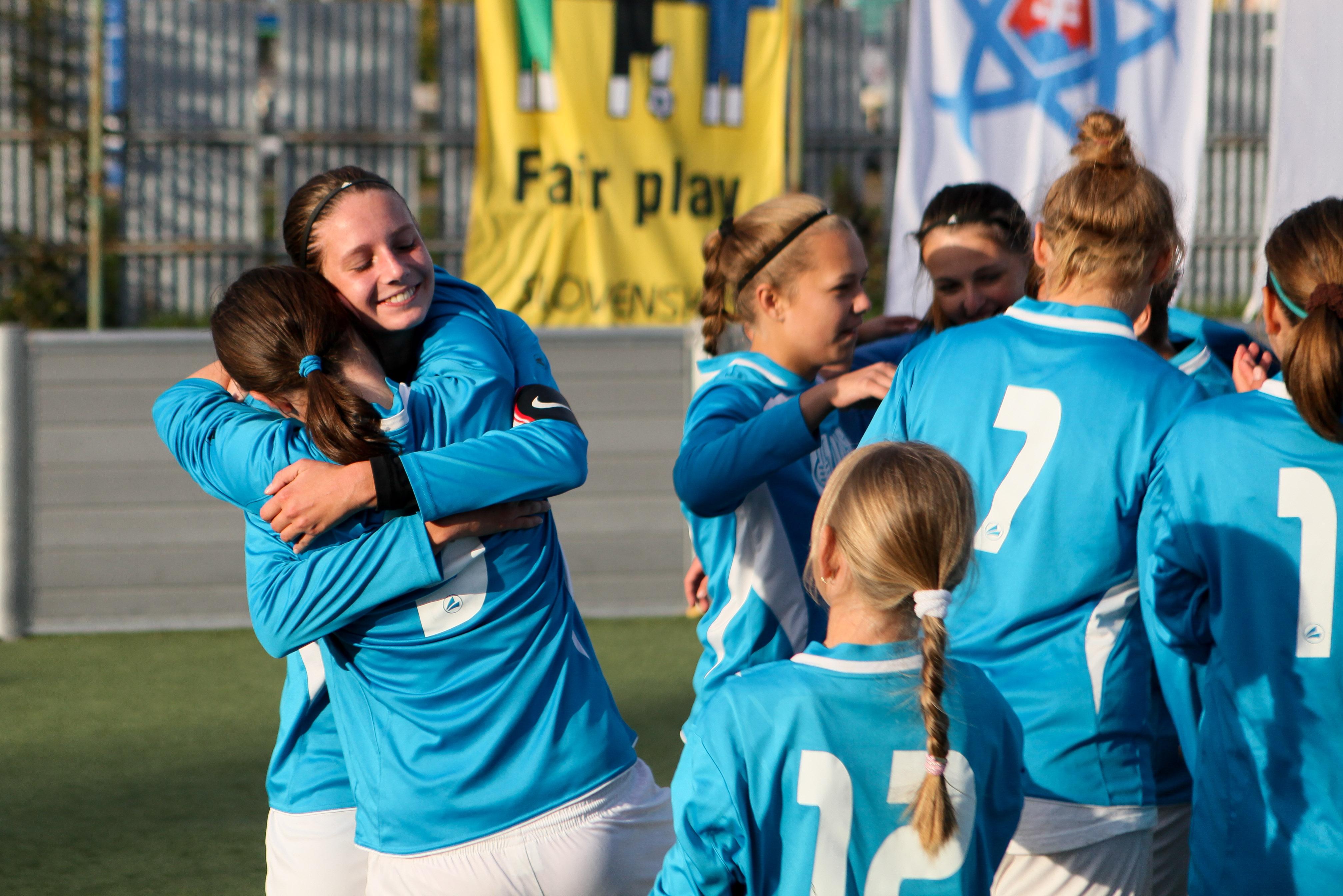 0187b13940ad9 Prihlášky do MINI CHAMPIONS LIGA SLOVENSKO 2018 kategória – mladší žiaci a  žiačky